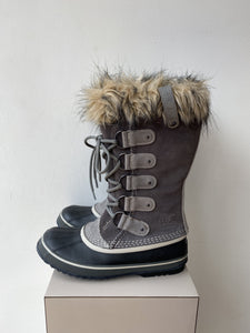 Sorel gray black Joan of Arc boots size 9 - My Girlfriend's Wardrobe York Pa