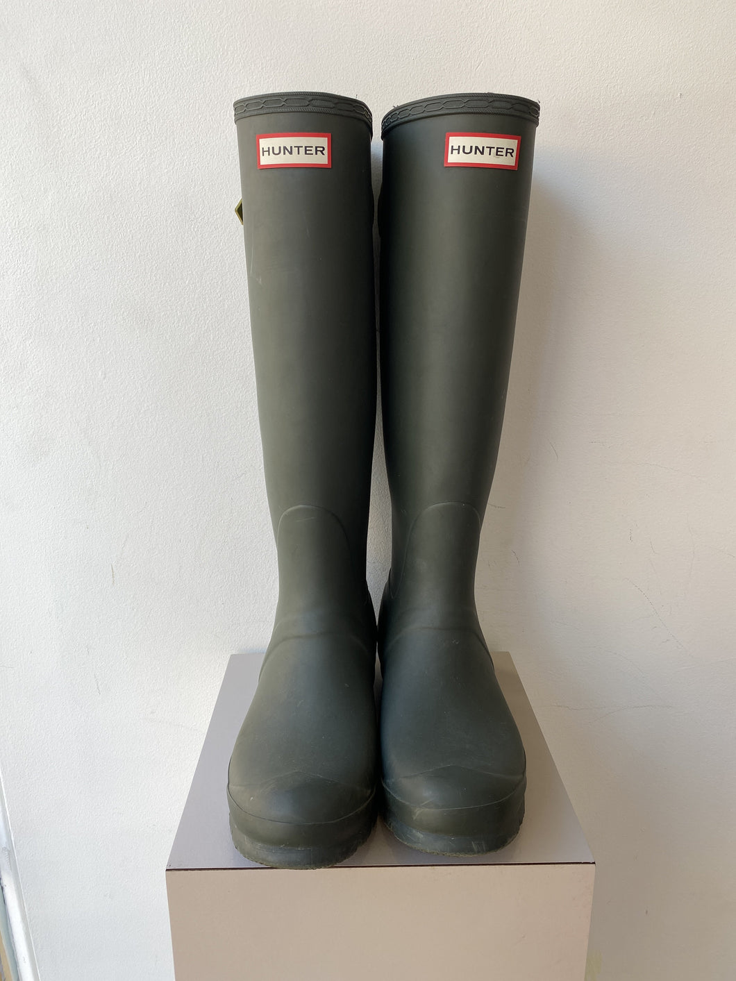 Hunter olive adjustable tall rain boots size 9 - My Girlfriend's Wardrobe York Pa