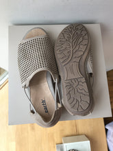 Earth tan leather sandals size 5