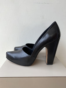Rachel Comy black leather pumps size 9 - My Girlfriend's Wardrobe York Pa