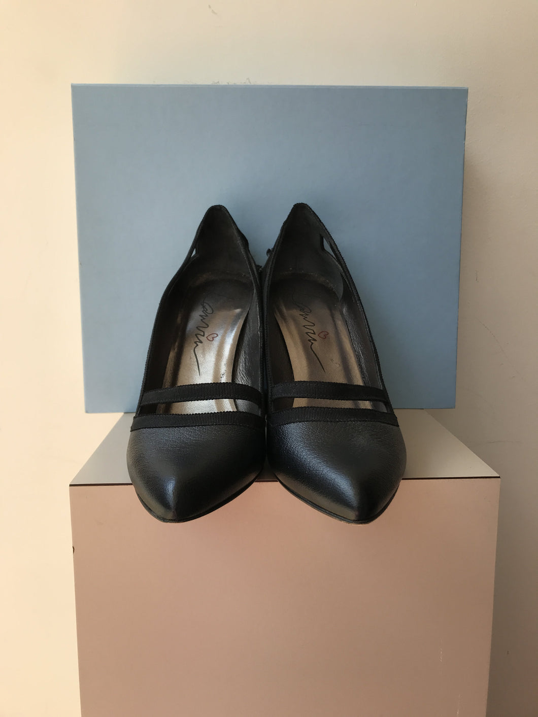 Lanvin black leather cut out pumps size 39.5 - My Girlfriend's Wardrobe York Pa