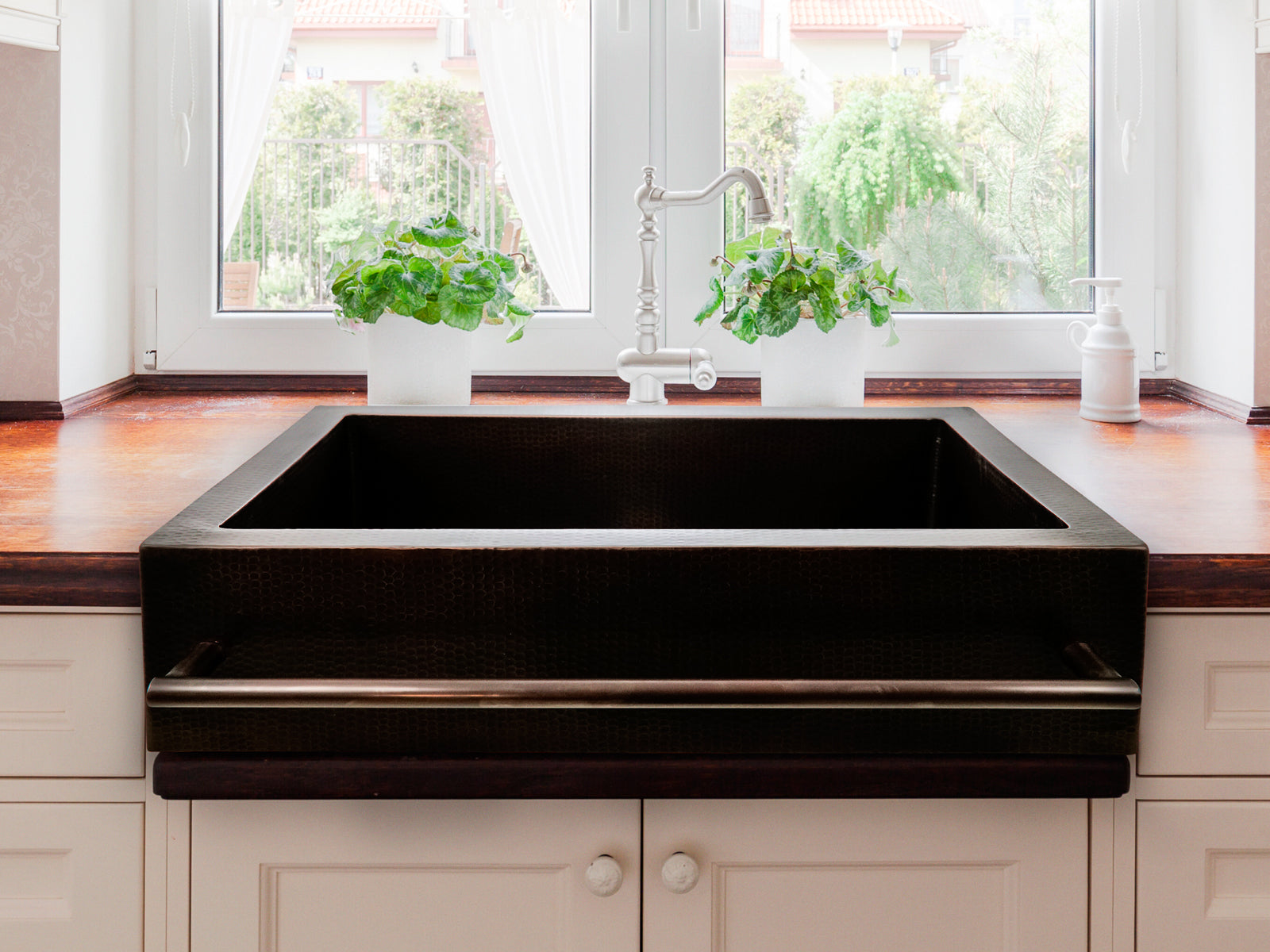 Copper Farmhouse Kitchen Sink Squared Towellbar Design