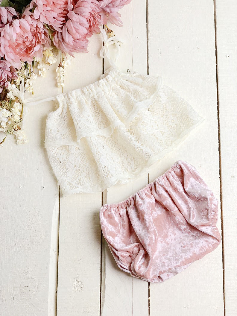 Lace Ruffled Sitter Set