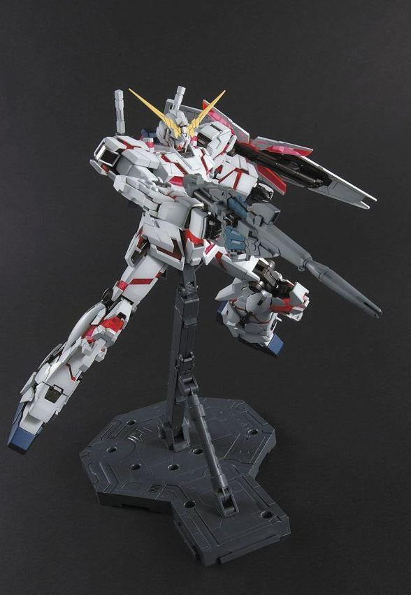 Gundam 1/100 MG RX-0 Unicorn Gundam Full Psycho-Frame Model Kit 2