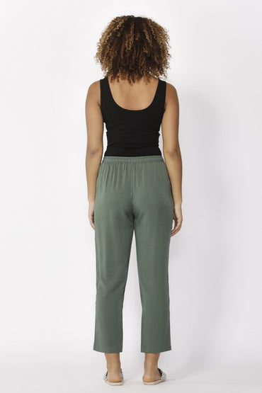 Betty Basics Jackson Crop Pant in Forest - Hey Sara