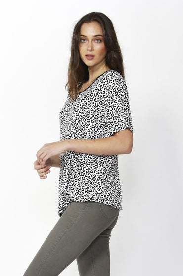 Betty Basics Los Angeles Tee in Snow Leopard - Hey Sara