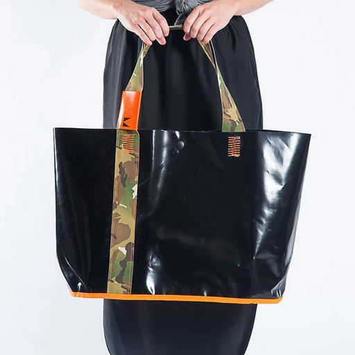 ITEMM BEACH BAG BLACK AND CAMO