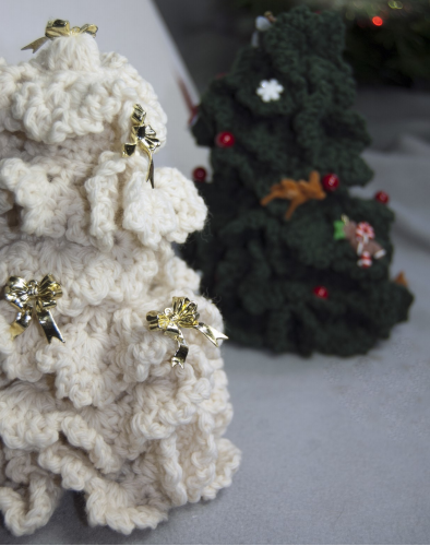 Cascade Ruffled Christmas Tree at Michigan Fine Yarns
