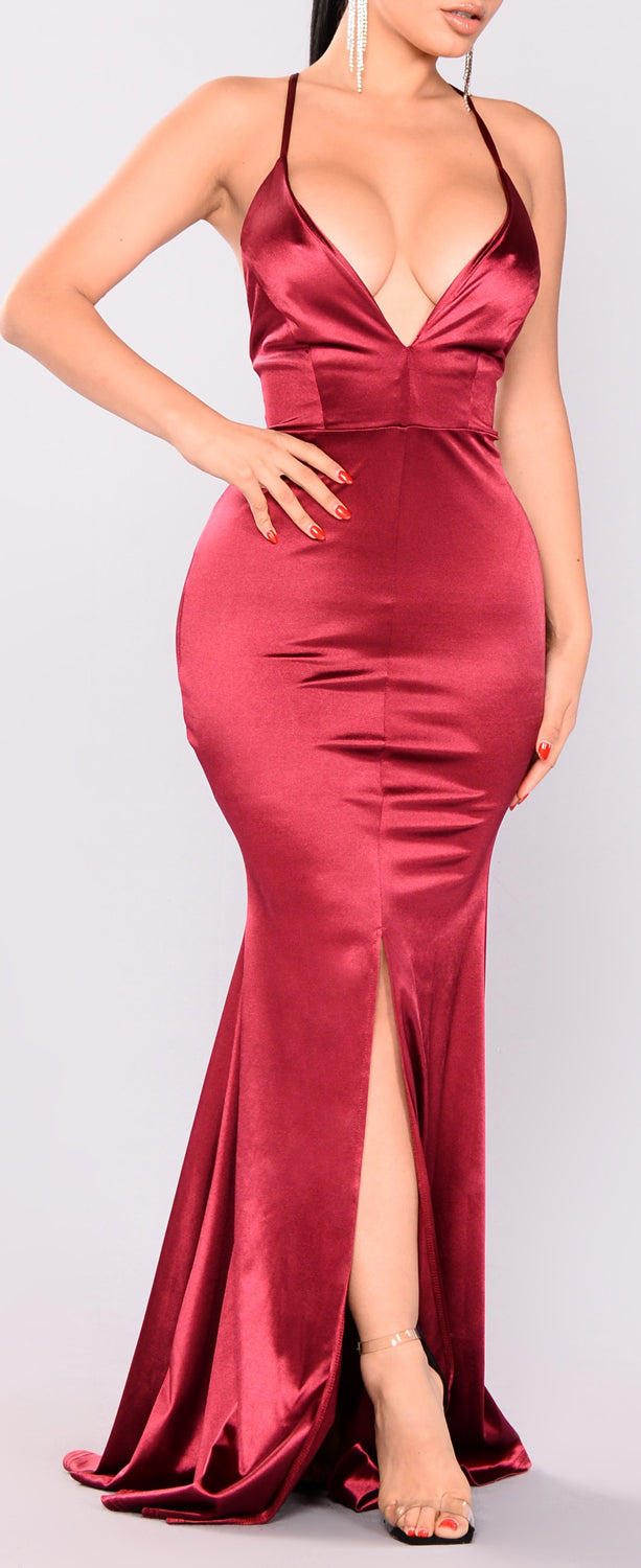 Cocktail Evening Party Outfit Ideas for Women - Red Burgundy Satin Maxi Mermaid Dress - día de san valentín Outfit Ideas para mujeres - www.GlamantiBeauty.com