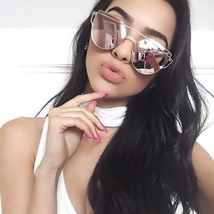 Pretty Prom Bold Dramatic Makeup Ideas for Black Eyes - Cheap Designer Cateye Mirrored Lenses Oversized Sunglasses Reflective Mirror - 2018 Classic Summer Trend Trending www.GlamantiBeauty.com