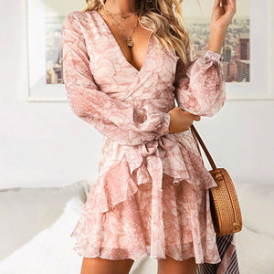 Feminine Romantic Cute Date Night Summer Outfit Ideas for Teens Ruffle Chiffon Mini Dress  -  lindas ideas de trajes de verano para mujeres - www.GlamantiBeauty.com #summer #outfit