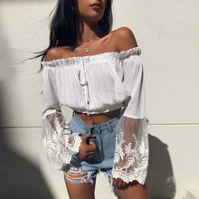 Cute Summer Outfit Ideas for Women Off the Shoulder Ruffle White Crop Top - ideas lindas del equipo del verano para las mujeres - www.GlamantiBeauty.com #outfits