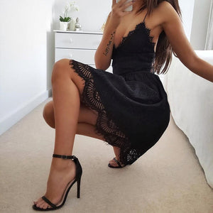Beautiful Elegant Summer Outfit Ideas for Teens - Casual Lace Crotchet Short Mini Dresses in Black or White - ideas lindas del equipo de los vestidos del verano - www.GlamantiBeauty.com #dresses #outfits