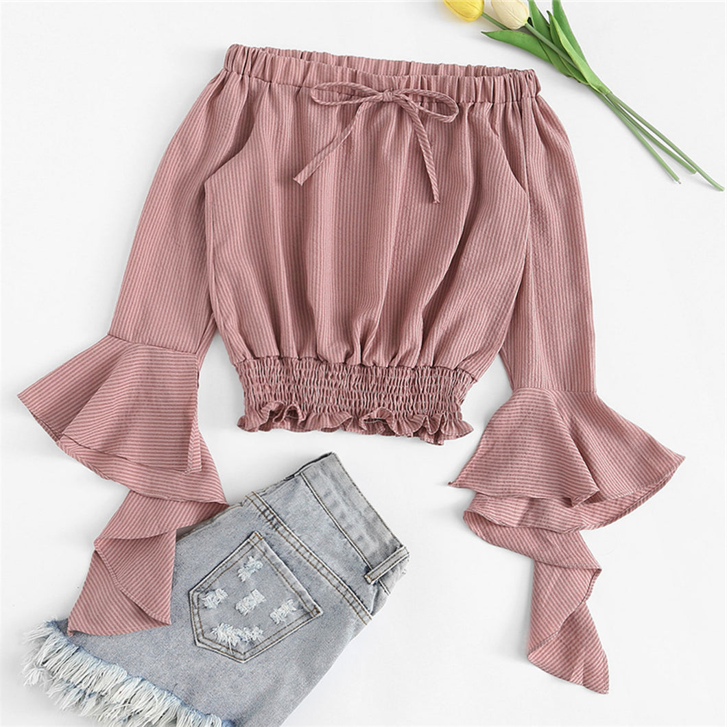 Cute Simmer Outfit Ideas for Back to School Teens College High School Off the Shoulder Bell Sleeve Crop Top - Ideas casuales de regreso a la escuela de verano - www.GlamantiBeauty.com #outfits