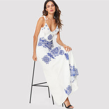 Bohemian Summer Outfit Ideas for Women - Cute Boho Chic White Blue Maxi Dresses - ideas lindas del equipo del verano - www.GlamantiBeauty.com #outfits #dresses