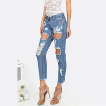 Cute Outfit Ideas for Back to School Teens College High School Ripped Destroyed Denim Jeans - Ideas casuales de regreso a la escuela de verano - www.GlamantiBeauty.com #outfits