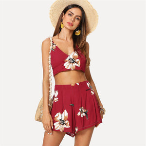 Cute Spring Summer Outfit Ideas for Teen Girls for Women - Simple Floral Red Two Piece Crop Top Shorts - ideas lindas del equipo del verano para adolescencias -  www.GlamantiBeauty.com #outfits