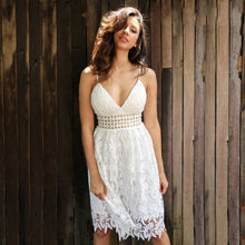 Cute Summer Outfit Ideas for Women - Bohemian Boho Chic Floral White Lace Midi Dress for Teens - ideas lindas del equipo bohemio del verano para las mujeres - www.GlamantiBeauty.com #dresses