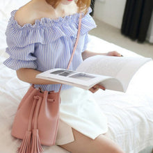 Cute Summer Outfit Ideas for Teen Girls for School 2018 - Off the Shoulder Crop Top and Skirt - ideas lindas del equipo del verano para las mujeres - www.GlamantiBeauty.com #outfits