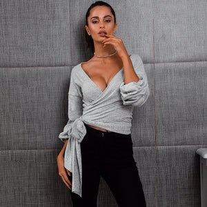 Trendy Baddie Spring Outfit Ideas for Women - Tie Up Wrap Crop Top with Leggings - ideas de trajes de primavera para las mujeres - www.GlamantiBeauty.com #fashion #outfits