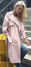 Casual Work Spring Outfit Ideas for Women - Trench Coat with Jeans -  trabajo de primavera Ideas de vestimenta para mujer - www.GlamantiBeauty.com