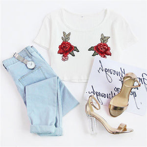 Cute Summer Outfit Ideas for Back to School Teens College High School Rose Embroidery White Crop Top T-Shirt - Ideas casuales de regreso a la escuela de verano - www.GlamantiBeauty.com #outfits