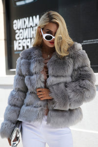 Classy Winter Outfit Ideas for Women - Quilted Faux Fur Short Puffy Bomber Jacket -  Ideas elegantes del equipo del invierno para las mujeres - www.GlamantiBeauty.com