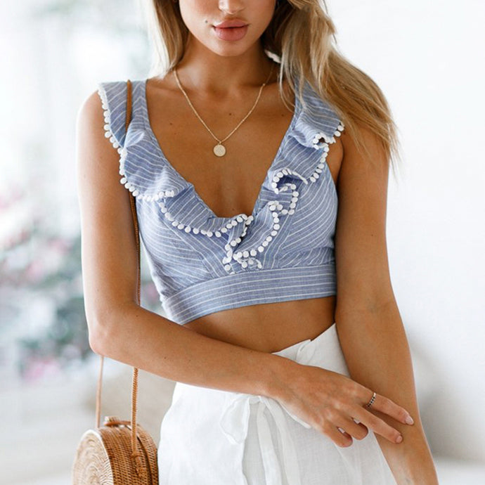 Cute Women Summer Outfit Ideas with Shorts for Teen Girls - Ruffle Tie Up Crop Top - deas lindas del equipo del verano para las mujeres - www.GlamantiBeauty.com #summerstyle #outfits