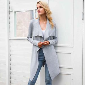 Classy Casual Winter Outfit Ideas for Women - Cardigan Sweater Trench Coat with Embroidered Jeans -  Ideas elegantes del equipo de invierno casuales para las mujeres - www.GlamantiBeauty.com