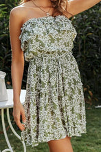Cute Floral Print Spring Outfit Ideas for Women - www.GlamantiBeauty.com #outfits
