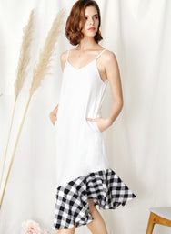 Sidelines Contrast Hem Maxi Dress (White/Black)
