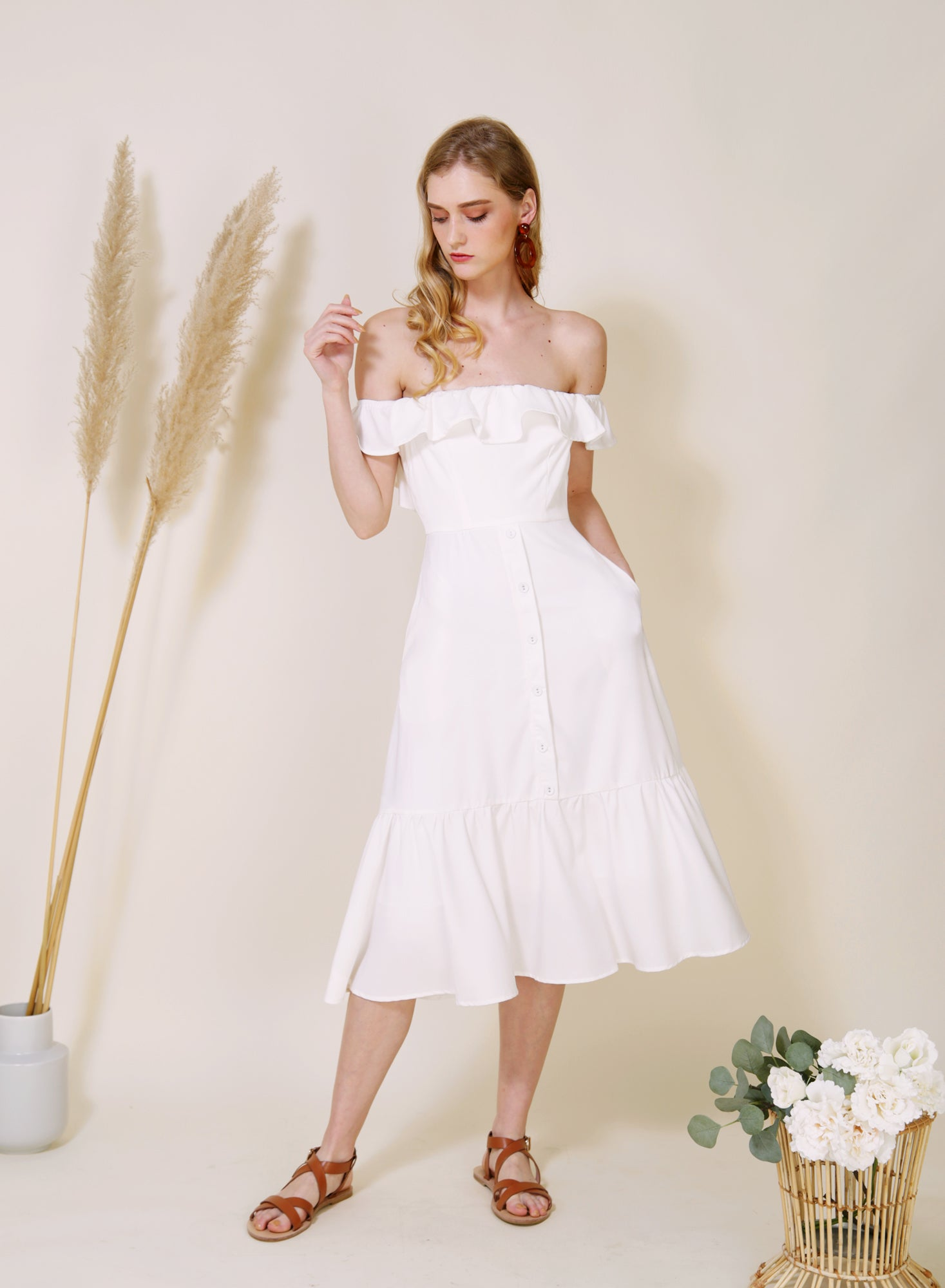 SUNSHINE Ruffle Off Shoulder Dress (White)