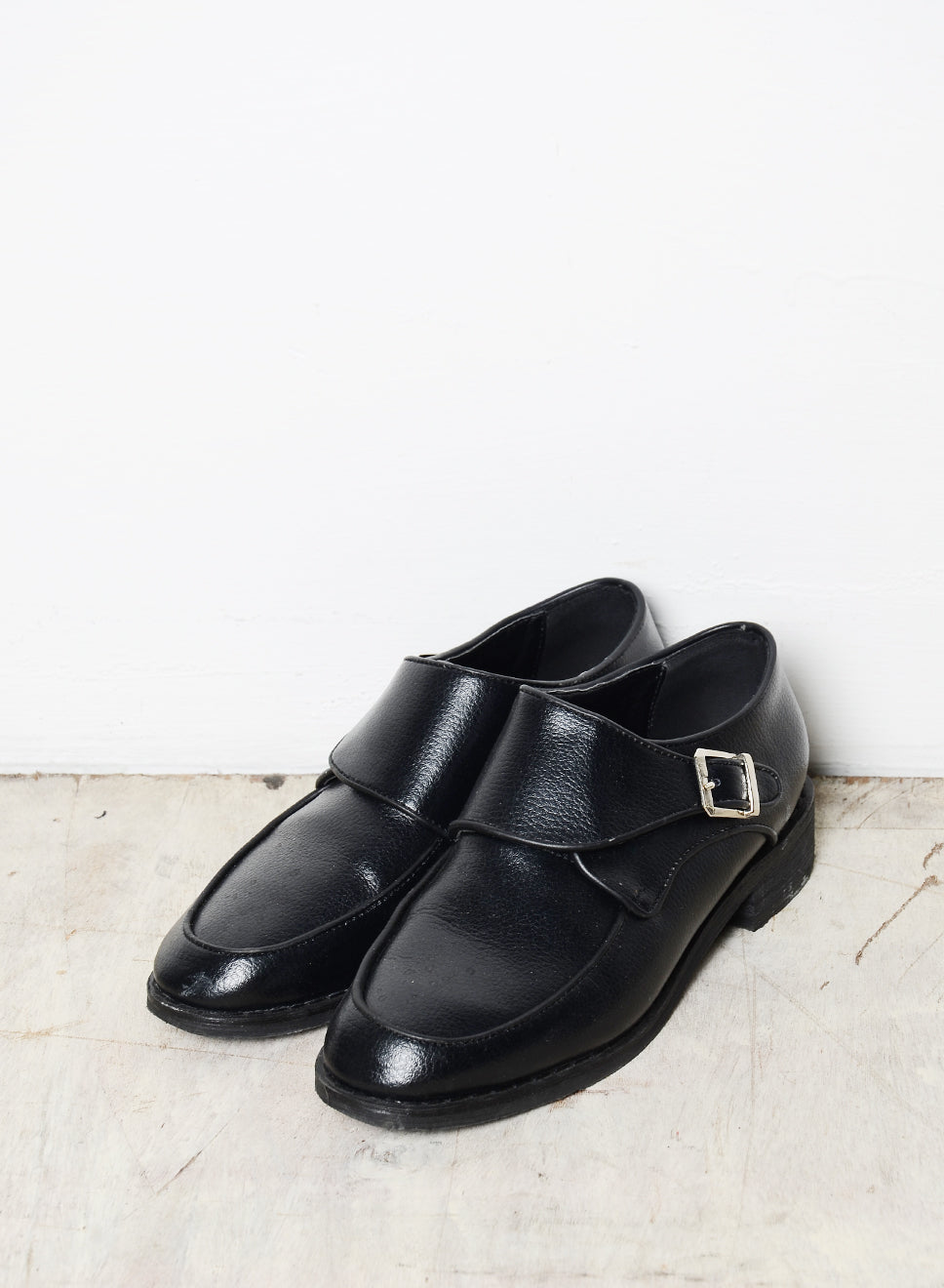 CYRA LOW BUCKLE SHOES (BLACK) - And Well Dressed
