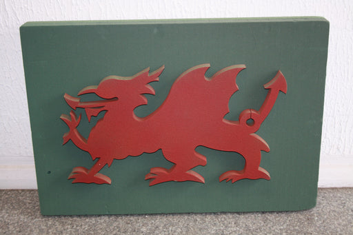 "19"" x 28"" welsh dragon floral wet foam"