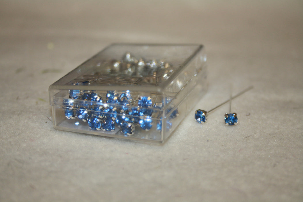 72 luxury high quality diamante pins - Light Blue