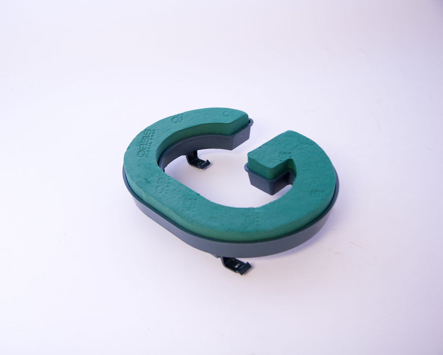 "Oasis Floral Foam Letter with Clips ""G"""