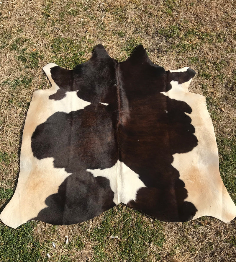 Large Argentinean Natural cowhide (Brown & White)