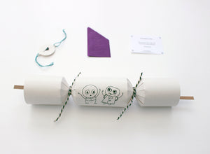Set of 6 Plastic-Free Christmas crackers with fun characters