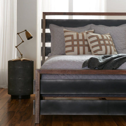 Wyatt Bed made of Iron and Peroba Wood with colors of brown and black