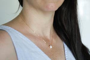 Short Freshwater Pearl Necklace in Gold