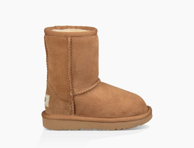The Kid's Ugg Classic II has always featured a soft sheepskin and barefoot feel, but now it also features a super-light, cushioned Treadlite outsole. Each boot is built to move the way kids do – running, jumping, and whatever else they get into – with a flexible rocker-bottom shape that's perfect for all-day play.