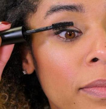 Easy on the eyes hypoallergenic Mascara by Bubble and beau