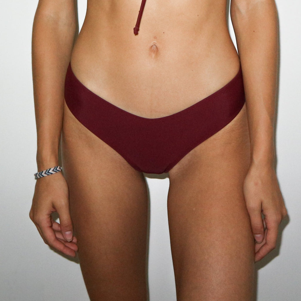 Miami Burgundy neoprene brazilian, Medium coverage bikini bottom, rugged, stretchable, fashionable, confortable, surf bottom, trendy, tough high quality, Dammya, rough, wine color, red blood color, medium coverage, sexy, hot, beautiful