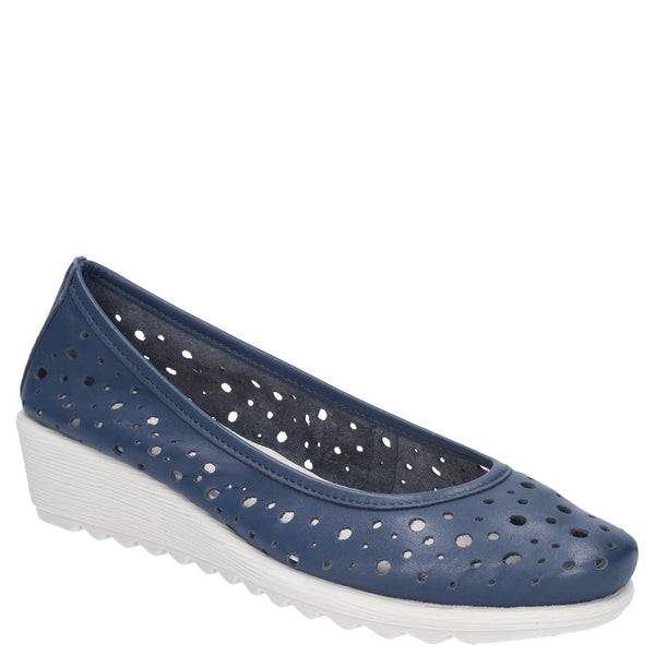 The Flexx Run Perfed Wedge Perforated Shoe
