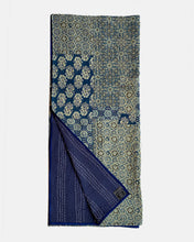 Blue patchwork izar