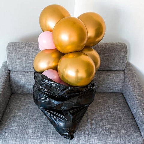 how to transport a balloon garland in bin bags