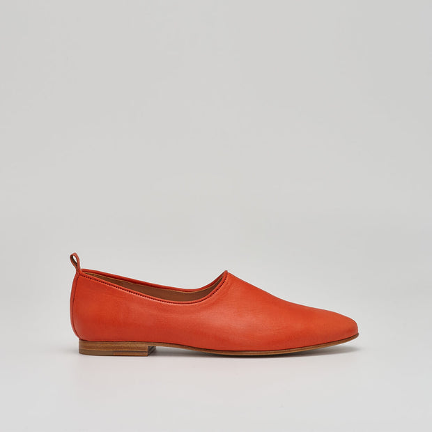 ballet flat leather shoe in red
