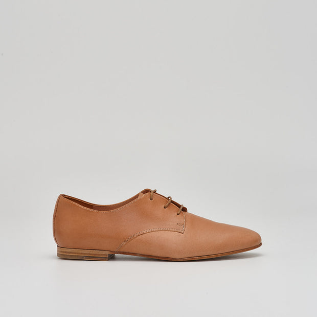 leather derby oxford shoe in caramel