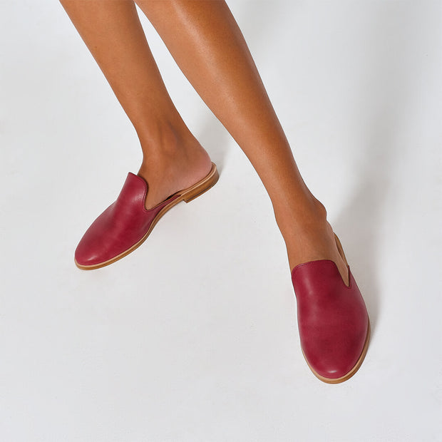 Berry vegetable-tanned Italian leather flat mule