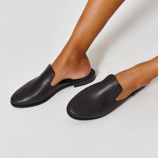 Black vegetable-tanned Italian leather flat mule